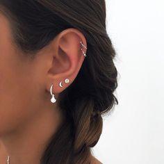 Unique Ear Piercings, Ear Piercings Chart, Ear Peircings, Cute Piercings, Three Ear Piercings, Jewelry Tattoo, Ear Jewelry, Cute Jewelry, Jewelery