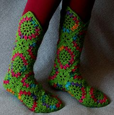 High Knee Crochet Slipper Boots Patterns to Keep Your Feet Cozy Crochet Slipper Boots, Crochet Shoes, Crochet Slippers, Crochet Clothes, Crochet Socks Pattern, Crochet Wool, Crochet Yarn, Crochet Patterns, Crochet Squares