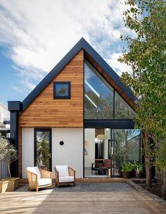 The Design Files – Cuckoo Clock Meets Modern Edwardian Home! Small House Design, Modern House Design, Modern House Exteriors, Barn House Design, Tiny House Exterior, House Outside Design, House Paint Exterior, Modern Homes, Eckhaus