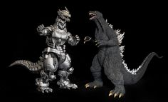MonsterArts Kiryu is quite a looker. At about 6 inches tall, it took a little convincing (with Photoshop) to get it beside the X-Plus Godzilla 2003 vinyl figure which is more like 12 Online Pet Supplies, Dog Supplies, Godzilla Tokyo Sos, Godzilla Toys, Japanese Monster, Vinyl Figures, Action Figures, Skylanders, King Kong