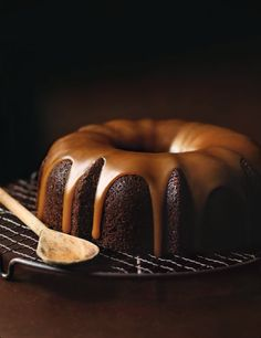 Donna ham caramel cake a real winner with dates and all yummy ingredients and the caramel sauce is to die for. Chocolate Bark, Chocolate Coffee, Chocolate Brown, Date Cake, Muffins, Naked Cakes, Food Photography Styling, Food Styling, Cacao