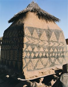 Gurunsi granary Ghana, Lonely Planet, Wattle And Daub, African Culture, African History, Art Tribal, Antique House, Vernacular Architecture, Unusual Homes