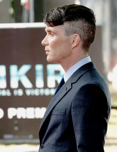 Cillian Murphy arrives at the 'Dunkirk' World Premiere at Odeon Leicester Square on July 2017 in London, England. Peaky Blinders Tommy Shelby, Peaky Blinders Thomas, Cillian Murphy Peaky Blinders, Rock Hairstyles, Vintage Hairstyles, Pretty Men, Beautiful Men, Peaky Blinder Haircut, Murphy Actor