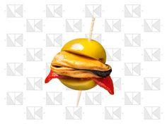 La BOMBA: aceituna gorda rellena de pulpo, mejillón, filete de anchoa, boquerón, bonito, tomate seco, guindilla, lomo ibérico o jamón co...