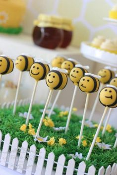 1st Bee-Day Party with Such Cute Ideas via Kara's Party Ideas | KarasPartyIdeas.com #HoneybeeParty #Party #Ideas #Supplies (16)