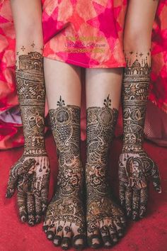 Rajasthani Mehndi Designs photos are present on this article. Rajasthani mehndi is also called as mirror reflecting art. Latest Bridal Mehndi Designs, Full Hand Mehndi Designs, Wedding Mehndi Designs, Mehndi Designs For Fingers, Beautiful Henna Designs, Mehndi Art Designs, Henna Tattoo Designs, Rajasthani Mehndi Designs, Dulhan Mehndi Designs