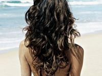 more uses for epsom salts: to create Wavy Hair – mix a teaspoon of salts + a few drops of olive (or jojoba) oil + cup in a spritzer bottle and mist on damp hair- possibly the same thing as BEACH HAIR? my hair always looks awesome after the beach Popular Hairstyles, Pretty Hairstyles, Summer Hairstyles, Choppy Hairstyles, Style Hairstyle, Updo Hairstyle, Short Hairstyle, Bride Hairstyles, Damp Hair Styles