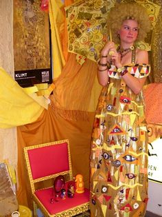 Klimt costume, love it. In fact, the whole idea of a costume inspired by art is so clever!