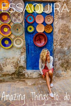 In this travel blog guide we give you all the important info and tips for a perfect holiday or day trip to Essaouira. We will share exclusive insider tips, show you the most beautiful places to visit and the best things to do.