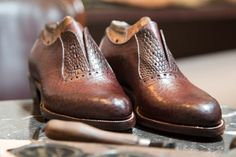 Australian men's shoe brands are some of the best money can buy – a fact that we've known for decades, but the rest of the world is starting to notice now too. While Italy will probably always reign supreme in the shoe-production department, we've been catching up in a big way, and there's no debating that we make the best …Roberts & Hassett, Kyneton