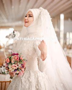 Gelinbaşı ve Makyajı Dilamed Gelinlik @dilamedmoda  Fotoğraf @seymazeynep  .. . . #gelinbasi #gelinsaci #gelin #gelinlik #tesettür #türban #hijab #hijabstyle #hijabfashion #style #fashion #weddingday #wedding #hijabstyleicon#muslim#muslimah#hijaber#kuafor #makyaj #makeup #mua #f4f #tagsforlike #like #l4l#istanbul #beylikdüzü #bridal#hijabers#dilamed