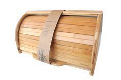 Bambum Bolillo Ekmek Saklama Kabı ile artık ekmekleriniz ilk günkü tazeliğini daha uzun süre koruyacak. Kapağını açtığınızda kendiliğinden ortaya çıkan kesme tahtası ile ekmeklerinizi başka bir kesme tahtasına ihtiyaç duymadan kesebileceksiniz.    Ürün Boyutları (cm) : 40x32x20