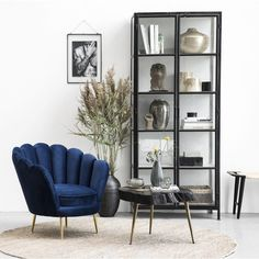 A modern livingroom layout often include simple rustic furniture. Romantic Home Decor, Classic Home Decor, French Home Decor, Cute Home Decor, Stylish Home Decor, Retro Home Decor, Cheap Home Decor, Luxury Homes Interior, Home Interior