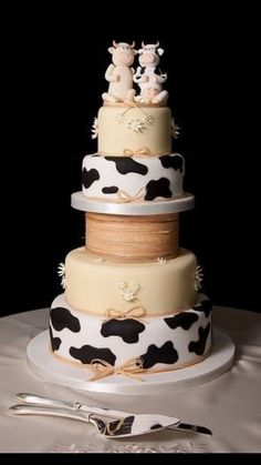 just kidding. maybe if my parents ever renew their vows. my mom's dream cake lol Pretty Cakes, Beautiful Cakes, Amazing Cakes, Crazy Wedding Cakes, Unique Wedding Cakes, Elegant Wedding, Perfect Wedding, Cow Cakes, Cupcake Cakes