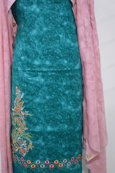 fashion over 50 dresses fifty not frumpy Embroidery Suits Punjabi, Embroidery Suits Design, Embroidery Fashion, Embroidery Designs, Punjabi Suits Designer Boutique, Boutique Suits, Indian Designer Outfits, Dress Neck Designs, Blouse Designs