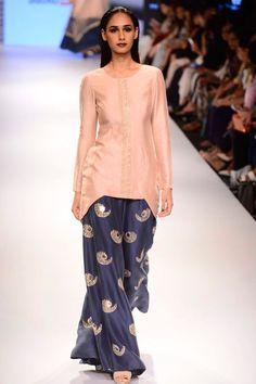 Payal Singhal presents Nirva kurta set available only at Pernia's Pop Up Shop. Punjabi Dress, Pakistani Dresses, Indian Dresses, Indian Outfits, Pakistani Fashion Casual, Indian Fashion, Women's Fashion, Salwar Kameez, Sharara