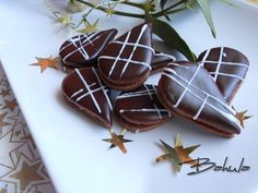 Vypracujeme hladké těsto, zabalíme do mikrotenové  folie a necháme v chladnu odpočinout. Odleželé těsto rozválíme na pomoučeném válu na plát,... Cupcake Cookies, Christmas Baking, Biscotti, Sweet Tooth, Food And Drink, Pudding, Candy, Chocolate, Cooking