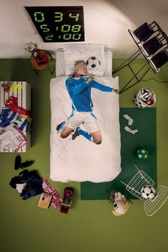 Football Champ duvet set from Snurk. Crafted from high quality and luxuriously soft cotton, this duvet set has been desig Single Bedding Sets, Blue Bedding Sets, Blue Duvet, Cotton Bedding Sets, Single Duvet Cover, Duvet Sets, Duvet Cover Sets, Linen Bedding, Bed Linens