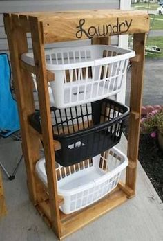 Weekend Woodworking Projects Turn Pallets into a Laundry Basket Holder.these are the BEST DIY Pallet Ideas! Woodworking Projects Turn Pallets into a Laundry Basket Holder.these are the BEST DIY Pallet Ideas! Pallet Crafts, Diy Pallet Projects, Diy Crafts, Craft Projects, Upcycling Projects, Pallet Diy Decor, Pallet Diy Easy, Diy Home Projects Easy, Craft Ideas