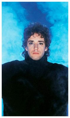 GUSTAVO CERATI: Bocanada. Buenos Aires. Año 1999. #Cerati Fotografía: Nora… Soda Stereo, Perfect Love, Kinds Of Music, Reggae, The Beatles, Jon Snow, Rock And Roll, Celebs, Singer