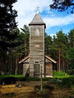 Holly Wood ! Tree Hut, Wooden House, House Styles, Home Decor, Wood Construction, Cabin, Places, Decoration Home, Room Decor