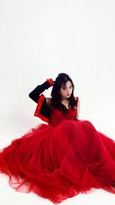 Snow white in the red dress Jisoo Do Blackpink, Blackpink Jisoo, Kpop Girl Groups, Korean Girl Groups, Kpop Girls, Queens, Lisa Blackpink Wallpaper, Black Pink Kpop, Jennie Lisa