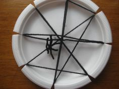 Preschool Crafts for Kids*: Halloween Paper Plate Spider Web Craft Preschool Halloween Party, Halloween Crafts For Kids, Crafts For Kids To Make, Halloween Fun, Holiday Crafts, Spider Web Craft, Spider Crafts, Spider Webs, Preschool Projects