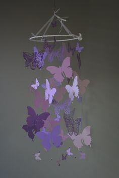Nursery mobile / baby mobile made with Butterflies from purple shades card stock - Butterfly babyshower, nursery art, nursery decor door SierGoed op Etsy