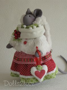 Tilda style mouse Malou made by Dolls2love on Etsy, €67.50.