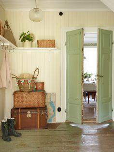 I love this color scheme. Swedish Cottage, Cozy Cottage, Cottage Homes, Cottage Style, Swedish Decor, Vibeke Design, Interior And Exterior, Interior Design, Country Decor