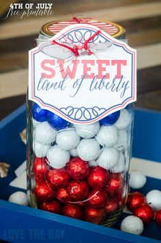 """DIY Crafts : """"Sweet Land of Liberty"""" free patriotic printable - perfect for a neighbor gift or to bring to a party! Patriotic Crafts, Patriotic Party, Patriotic Decorations, July Crafts, Fourth Of July Food, 4th Of July Celebration, 4th Of July Party, July 4th, 4. Juli Party"""