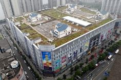 Houses on the roof of a shopping mall in China.heck yeah id live on top of the mall In China, Villas, Photo Humour, Normal House, Hidden House, House Built, Centre Commercial, Unusual Homes, Shopping Malls
