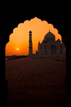 TTM062: Taj Mahal at sunrise, Agra, India | Planning to Visit Heritage India, The #TAJMAHAL, #Agra in your next vacation, Pls contact - Team - www.visitheritageIndia.com
