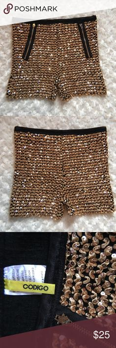 Codigo all over sequin embellished women shorts Item is in good condition. Perfect for club wear events or a romantic date night matching it with a black blouse..💃 Use the offer button😊 Shorts