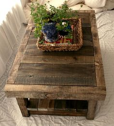Build a coffee table yourself - DIY ideas for hobbyists - Decoration Top Rooms Home Decor, Home Decor Kitchen, Cheap Home Decor, Diy Home Decor, Build A Coffee Table, Rustic Coffee Tables, Pallet Furniture Plans, Diy On A Budget, Diy Table