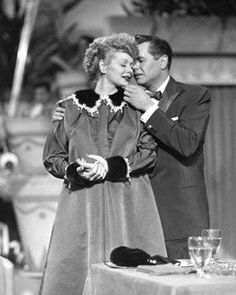 Lucille Ball (Lucy Ricardo) tells Desi Arnaz (Ricky Ricardo) they are expecting - I Love Lucy Classic Hollywood, Old Hollywood, Hollywood Couples, Hollywood Glamour, Lucy And Ricky, Lucy Lucy, Best Tv Couples, Famous Couples, Famous Girls