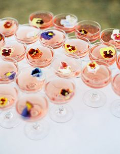Wedding Food 25 Sweet Garden Bridal Shower Ideas To Try: serve drinks with edible flowers or flower petals Camp Wedding, Wedding Day, Drinks Wedding, Wedding Catering, Bridal Shower Drinks, Wedding Foods, Bridal Shower Flowers, Garden Party Wedding, Brunch Wedding Receptions