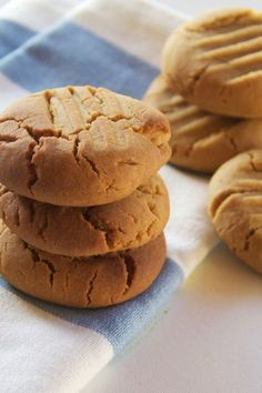 This cookie recipe is one of the cornerstones of baking. Once you have this basic recipe memorised, the variations are only limited by your imagination. Plain Biscuit Recipe, Plain Cookie Recipe, Biscuit Recipe For Kids, Home Made Cookies Recipe, Plain Cookies, Basic Cookies, Butter Cookies Recipe, Easy Cookie Recipes, Donut Recipes