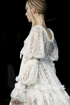 Alexander McQueen Fall Winter 2014 - I think Alexander should just make my Wedding dress :)