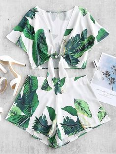 Leaf Print Crop Knot Top And Shorts Set. Featuring vibrant leaves pattern all overThe plunge crop top has a self-tied knot on the front A concealed zip at the side for easy wear. Casual Dresses, Casual Outfits, Cute Outfits, Fashion Outfits, Daily Fashion, Trendy Fashion, Style Fashion, Barbie Mode, Two Piece Short Set