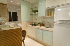 Cozinha pequena armários com vidro leitoso