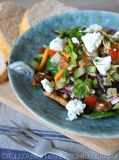Crete Summer Salad with Figs & Goats Cheese via @tangoraindrop