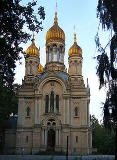 Russian Orthodox church in Wiesbaden Beautiful Buildings, Beautiful Places, Beautiful Architecture, Edinburgh, Cathedral Church, Church Building, Chapelle, Place Of Worship, Kirchen