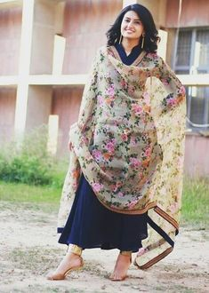 Flowers Painting Design Watercolour Ideas For 2019 Anarkali Dress, Pakistani Dresses, Indian Dresses, Indian Outfits, Stylish Dresses, Trendy Outfits, Fashion Dresses, Indian Attire, Indian Wear