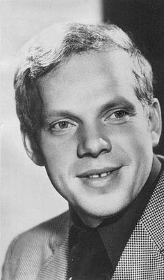 Алекса́ндр Серге́евич Пота́пов (14 июня 1941, Москва, СССР - 8 ноября 2014,Москва,Россия) — советский и российский актёр театра и кино. заслуженный артист РСФСР (4 ноября 1974 года) Народный артист РСФСР (1989).
