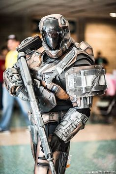 Spartan Cosplay from Halo Reach The previous pinner thought it was from Halo… Cosplay Video, Halo Cosplay, Epic Cosplay, Amazing Cosplay, Cosplay Costumes, Cosplay Armor, Gi Joe, Odst Halo, Science Fiction