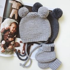 Valentine's Day Yarn Wreath – Free Pattern – Interests Knitted Baby Clothes, Baby Hats Knitting, Knitting For Kids, Knitted Hats, Baby Hat Patterns, Baby Knitting Patterns, Knit Crochet, Crochet Hats, Baby Bonnets