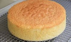 This video will show you how to make Japanese style sponge cake. Japanese sponge cake is very light and fluffy. Japanese Jiggly Cheesecake Recipe, Japanese Cheesecake, Food Cakes, Bolo Grande, Mousse Au Chocolat Torte, Greek Sweets, Sponge Cake Recipes, Sin Gluten, Cake Pans