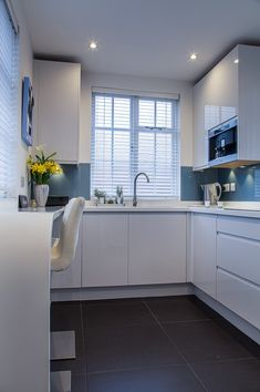 Modern Eat-In Kitchen Ideas (Kitchen design ideas in Decoration, Lighting, and Remodeling for eat-in kitchen style) Small Breakfast Bar, Breakfast Bar Kitchen, Small Space Kitchen, Kitchen, Kitchen Remodel Small, Kitchen Design Small, Narrow Kitchen, Kitchen Bar, Breakfast Bar Small Kitchen