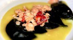 Ravioli neri all'Astice su crema di Patate